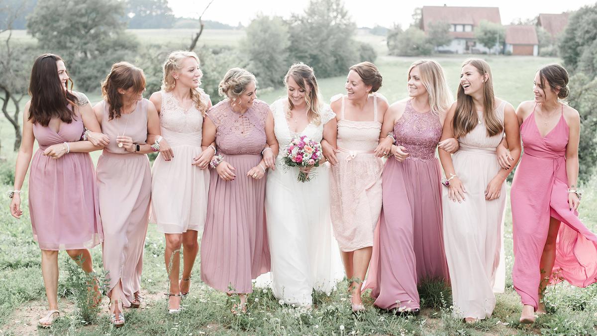 Braut mit Mädels